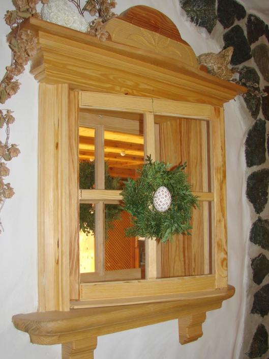 Fenster (Deko) im Innenbereich / Kiefer mit Konsole